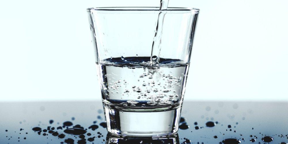 Jak nocne picie wody może zaburzać sen dziecka (i rodziców)